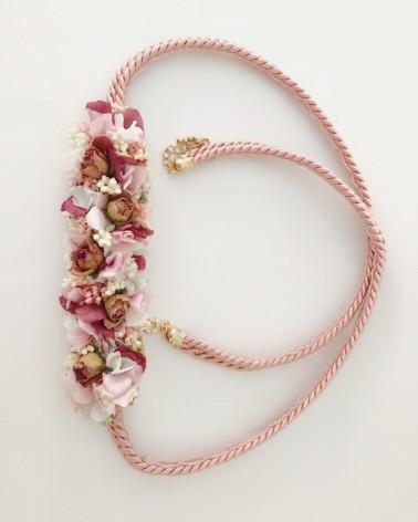 Cinturón de cordón con flor natural preservada
