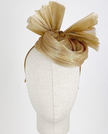 Casquete de sinamay para invitada de boda