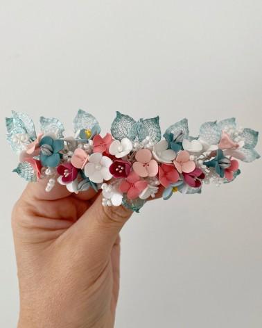 Tocado colorido de flores de porcelana