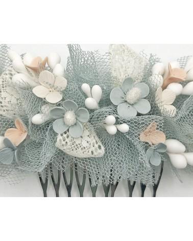 Tocado de tul de seda con flores de porcelana