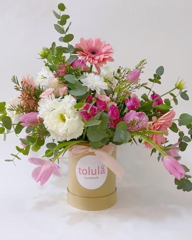 Bombonera alta de flores naturales