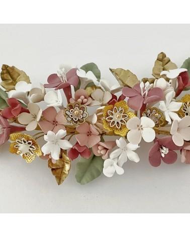 tocado de porcelana y flores de metal