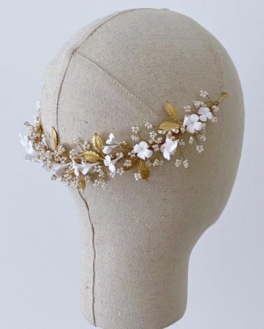 Tiara reversible de flores de porcelana cuentas marfil y hojas metálicas