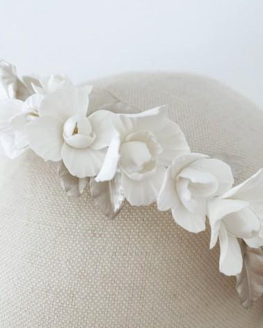 Tiara de peonías de porcelana