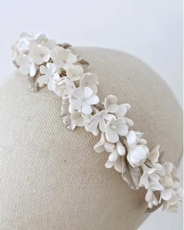 Diadema de flores de porcelana
