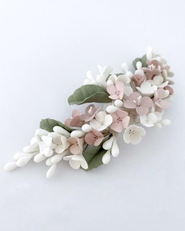 Tocado de flores de porcelana en tonos pastel