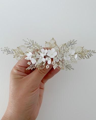 Tocado de flores de porcelana y pedrería